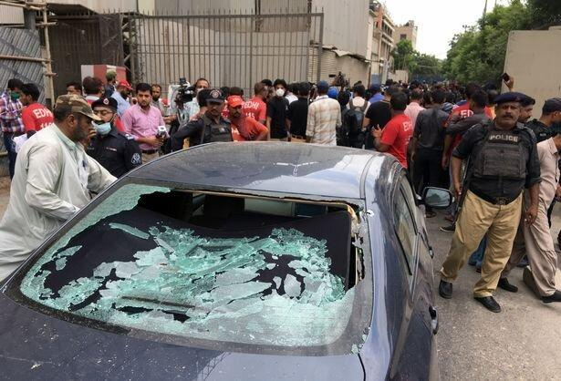 مردان مسلح به ساختمان بورس و اوراق بهادار کراچی حمله کردند