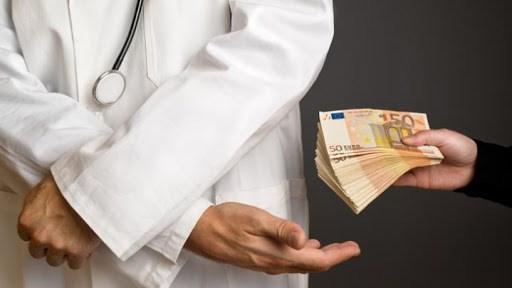 چوب حراج بعضی اطبا به آبرو و زحمات کادر درمان، پزشکانی که تخصص شان تیغ زدن بیماران است