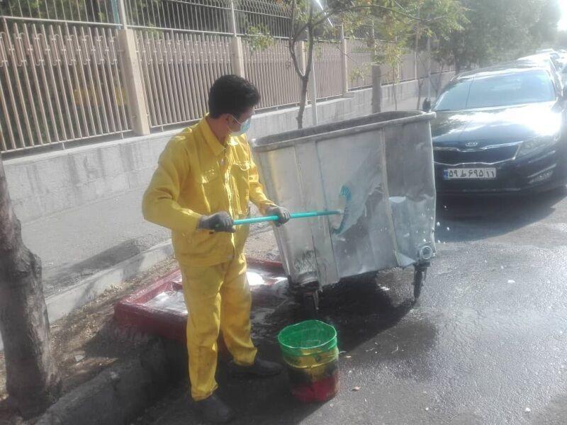 خبرنگاران ضد عفونی روزانه مخازن زباله شمال شرق پایتخت در روزهای کرونایی