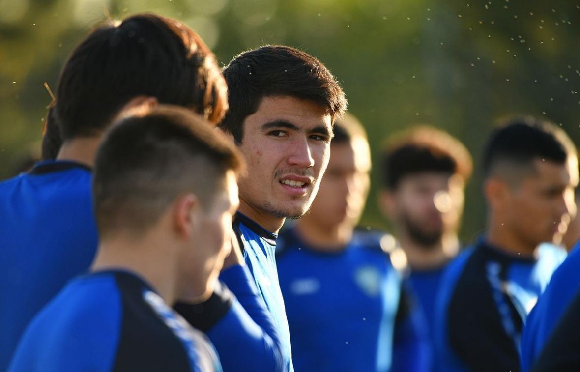 خبرنگاران بازیکن تیم ملی ازبکستان: بازیکنان ایران از نظر فیزیکی ضعیف شده اند