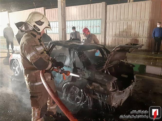 آتش دریافت خودروی سواری در حال حرکت