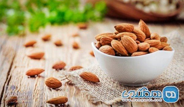 کاهش چین و چروک پوست صورت با خوردن بادام