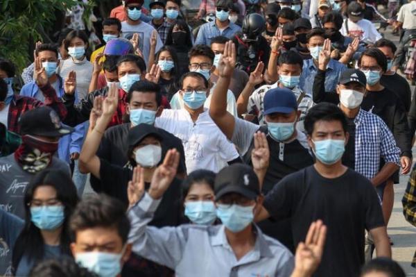 پیراهن آبی های میانمار برای آزادی بازداشتی ها و علیه خونتا دست به اعتراض زدند